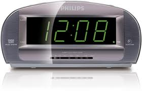 this is actually a really useful clock - LED clock, alarm and radio rolled into one.  glad it has a new home at my sis's place - rather than sitting in my cupboard!
